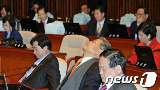 [사진]아쉬운 민주통합당 '힘 빠지네'
