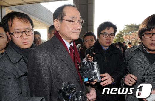 [사진]검찰 출석하는 김효재 전 수석