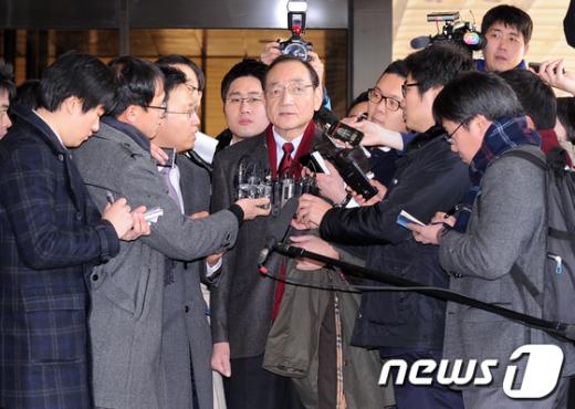[사진]검찰 출두한 김효재 전 수석