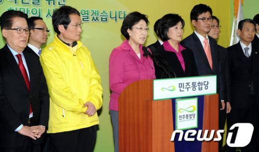 [사진]민주통합당 한명숙 대표 대국민기자회견