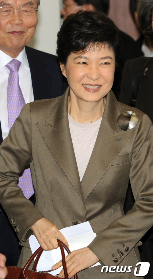 [사진]박근혜 손에 든 종이는?