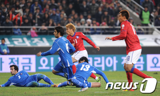 [사진]한국 두번째골 이근호