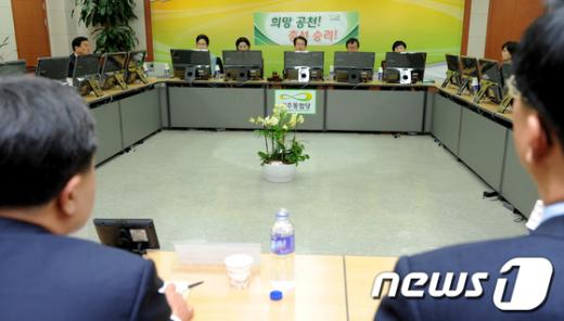 민주통합당의 4.11총선 후보자 공천심사 모습.  News1