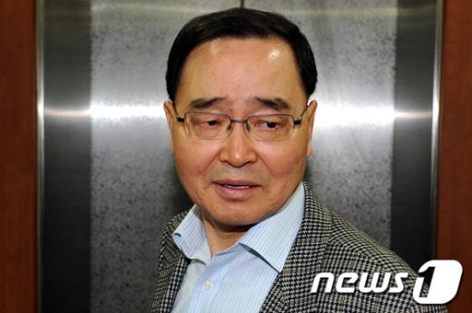 [사진]공천위회의 참석하는 정홍원 공천위원장