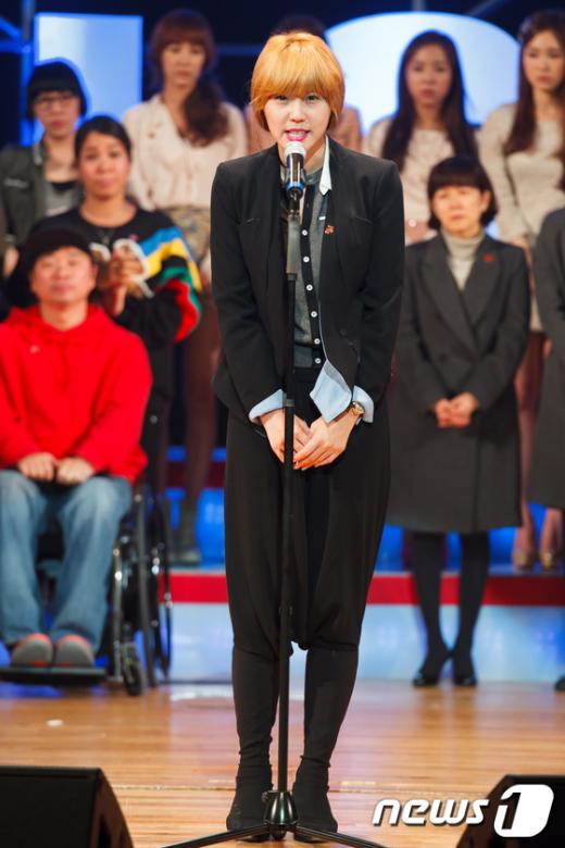 [사진]이윤미, '탈북자들과 함께 눈물을'