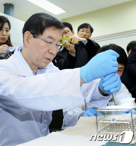 [사진]친환경 급식 안전 검사하는 박원순 시장