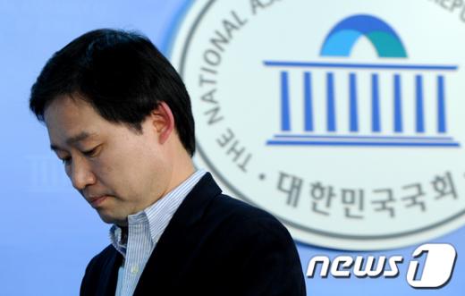 [사진]신지호 의원, 지역구 전략공천 반발