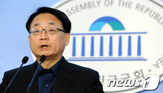 [사진]불출마 선언하는 최규식 의원