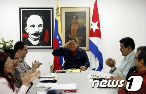 쿠바 아바나에서 항암치료를 받고 있는 우고 차베스 베네수엘라 대통령이4일 베네수엘라TV에 출연했다.  AFP=News1