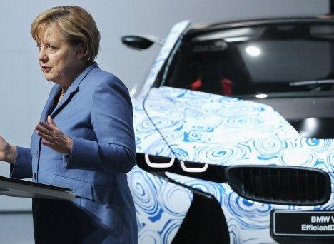▲ BMW 신차 앞에 선 앙겔라 메르켈 독일 총리