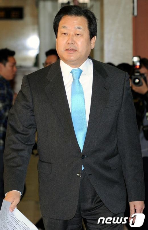 [사진]김무성 '백의종군'