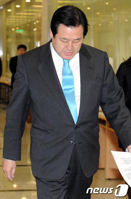 [사진]기자회견장 향하는 김무성