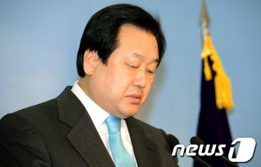 [사진]고개숙인 김무성