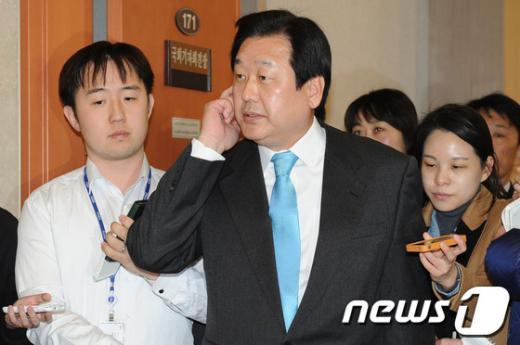 [사진]기자회견 마친 김무성 전 원내대표
