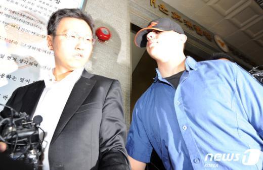 지난해 11월 미8군 제1통신여단 소속 R(21)이병이 서울마포경찰서에 출석하고있다.  News1 박세연 기자