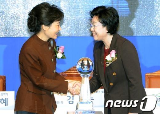 [사진]박근혜·한명숙 '잘 해봅시다'