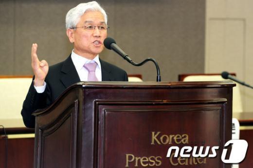 [사진]기조강연하는 김영래 총장