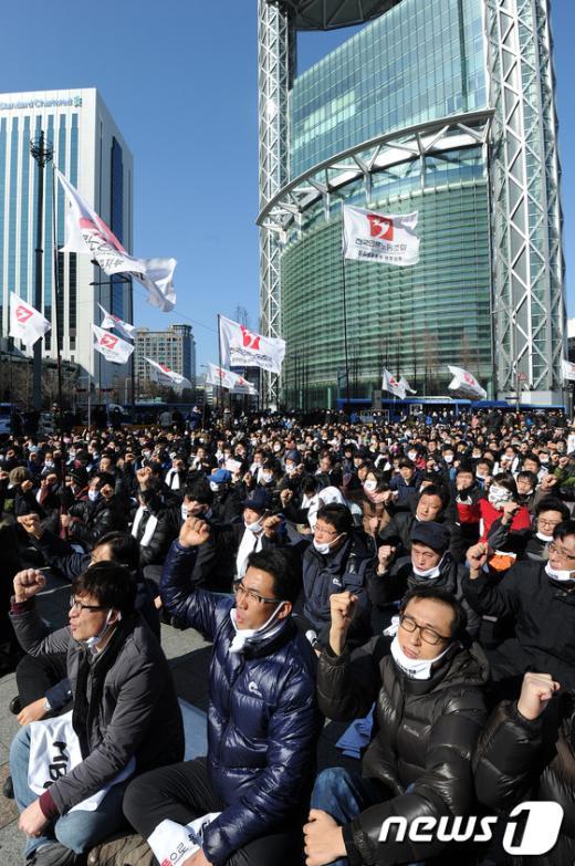 [사진]구호외치는 MBC 노조원들