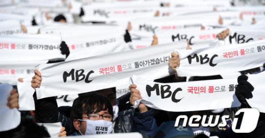 [사진]'국민의 품으로'