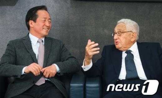[사진]정몽준-헨리 키신저, '즐거운 대화'