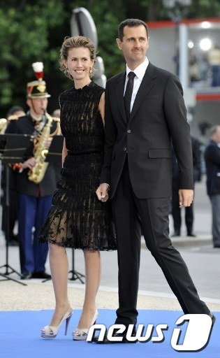 지난 2008년 7월 프랑스 파리를 방문한 아사드 대통령 부부  AFP=News1