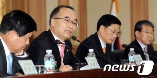 [사진]박재완 장관, FTA활용 유관기관 간담회 참석