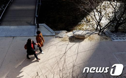 [사진]'봄 햇살 속으로'