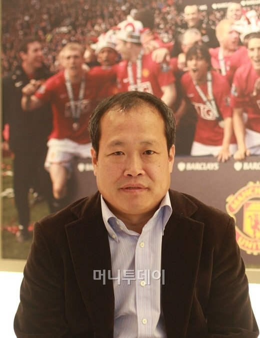 """박지성父 """"아들, 은퇴해도 감독 대신 재단에…"""""""