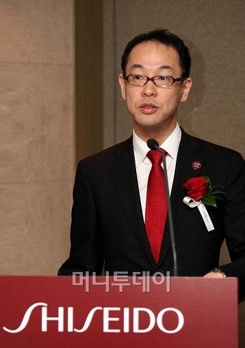 ↑후지와라 켄타로우 한국 시세이도 대표