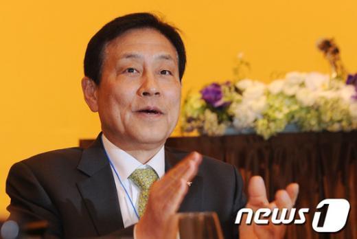 [사진]박수치는 김정태 하나금융그룹 회장