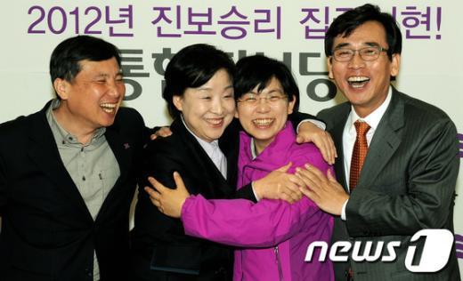 맨 왼쪽부터 조준호 통합진보당 공동대표, 심상정 공동대표, 이정희 공동대표, 유시민 공동대표  News1 이종덕 기자