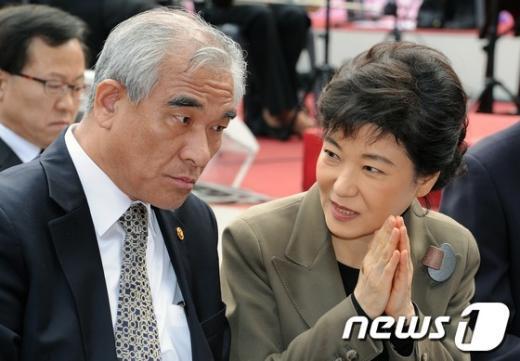 [사진]박근혜 '합장은 이렇게'
