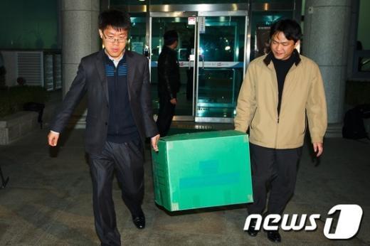 [사진]디도스 특검, '중앙선관위 압수수색'
