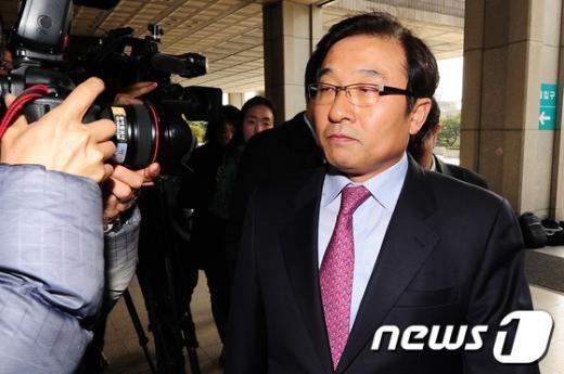 [사진]'불법사찰 몸통 자처' 이영호 전 비서관 검찰출석