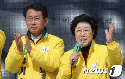 [사진]지지 호소하는 한명숙-유기홍