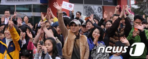[사진]'시민들의 환호'