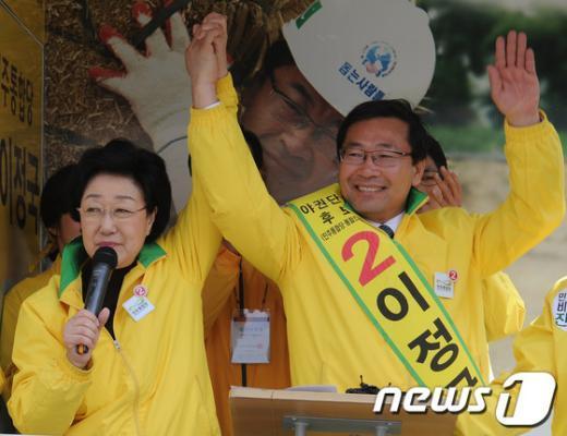 [사진]이정국 후보 지지 유세 하는 한명숙 대표