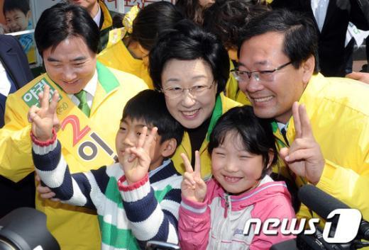 [사진]어린이와 함께 한 한명숙-이석현-이정국