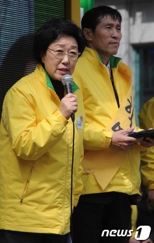 [사진]이학영 후보 지지 유세하는 한명숙 대표