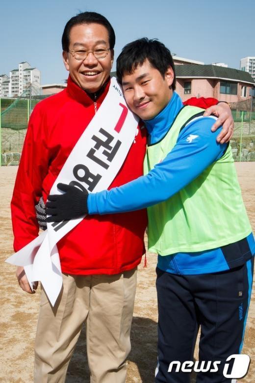 [사진]지지자와 포옹하는 권영세 후보