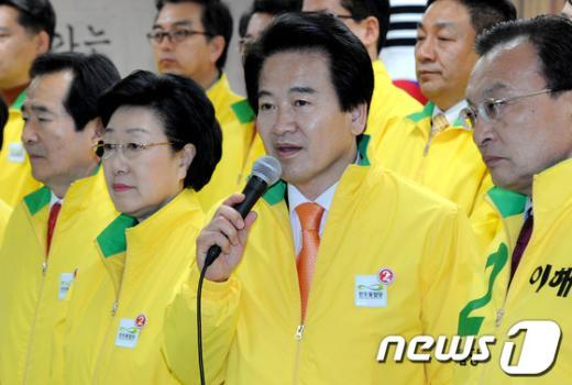 """[사진]정동영 """"80%가 참여정부가 했다는 발표는 소가 웃을 일"""""""