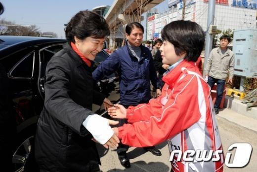 [사진]박근혜-손수조 '또 만났네'
