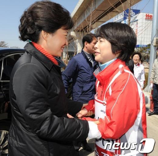 [사진]'선거의 여왕' 박근혜 부산 총력전