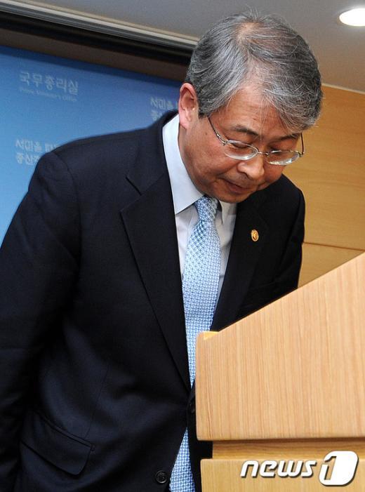 [사진]고개숙인 임종룡 국무총리실장