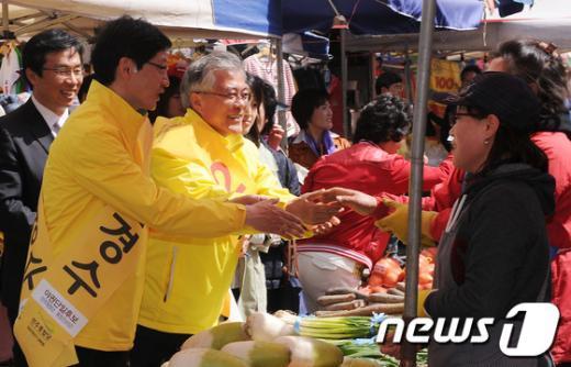 [사진]문재인, 김해을 김경수 후보 지원