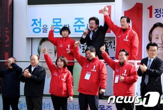 [사진]지역구 유세 참석한 정몽준 후보