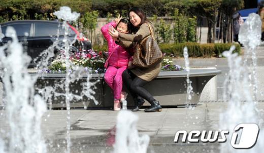 [사진]엄마와 함께 분수 속 셀카