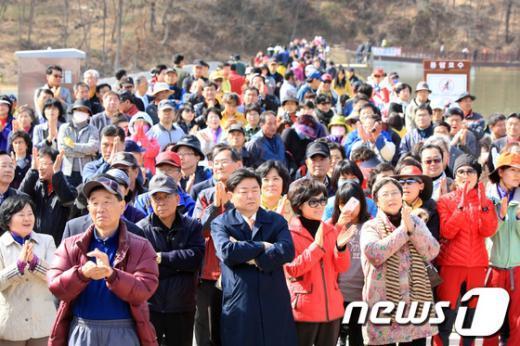 [사진]새누리당 광주 서구을 이정현 후보에 모인 군중