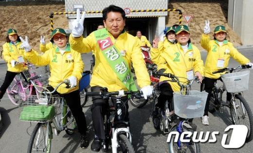 [사진]자전거 유세하는 정청래