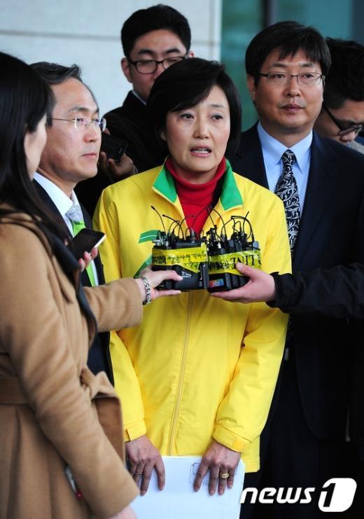 [사진]대검찰청 방문마친 민주통합당